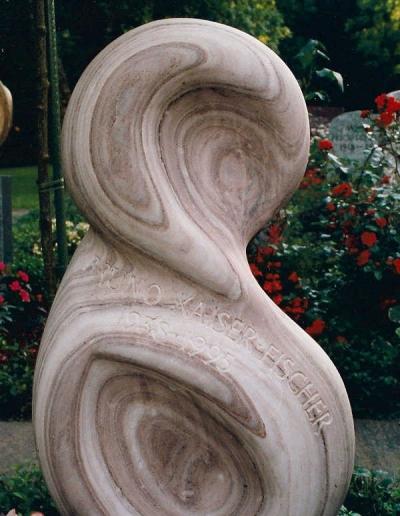 kuenstler-grabstein-rose-skulptur