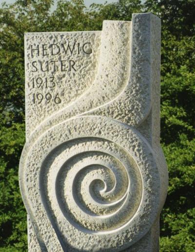 kunstvolle-grabstein-skulptur